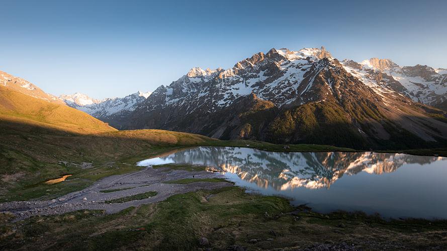 Lac du Pontet et massfi de la Meije